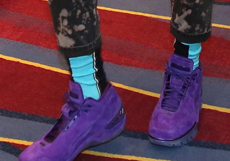 Леброн Джеймс в огнестойких, фиолетовых Nike Air Zoom Generation