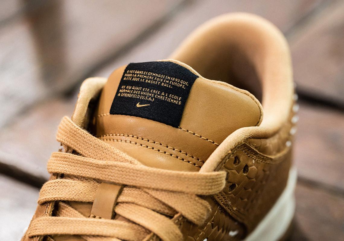 Nike Dunk Low PRM QS Paris