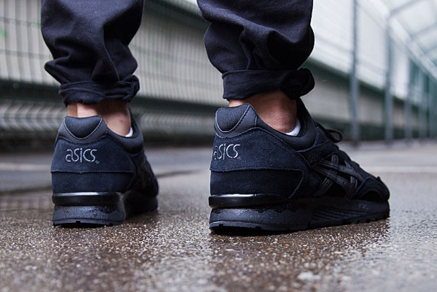 asics-gel-lyte-v-goes-all-black