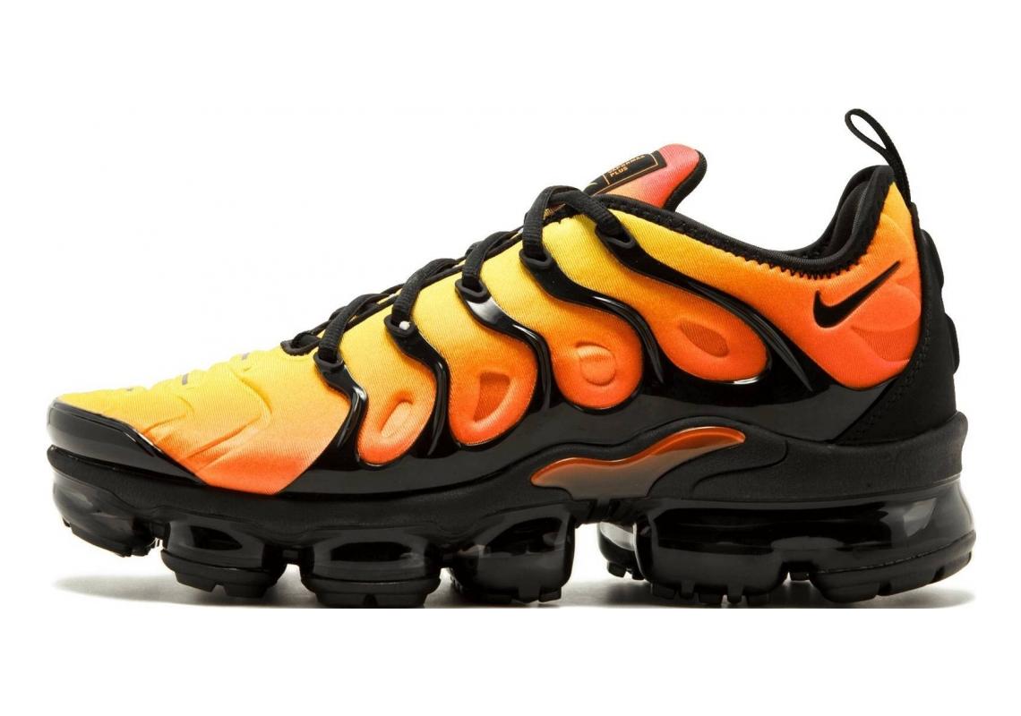 Nike Air VaporMax Plus Black, Black- Total Orange