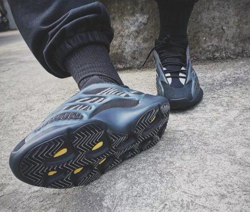 Adidas Yeezy 700 V3 Black